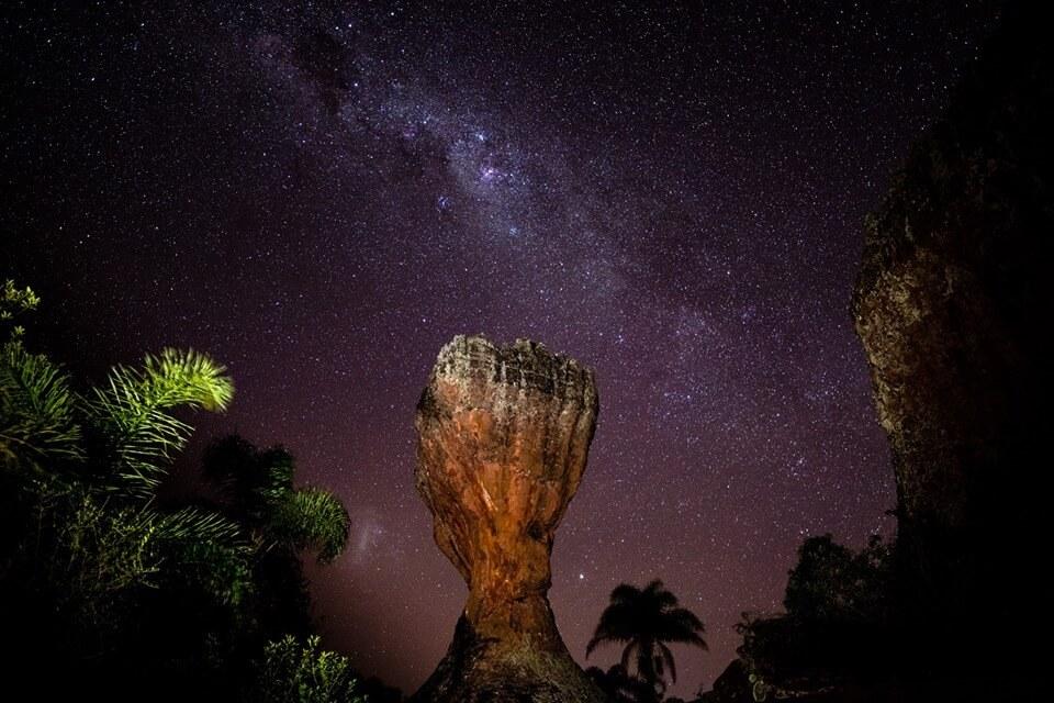 Taça do parque de vila velha a noite na caminhada noturna ponta grossa parana
